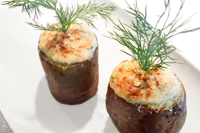 Pečené zemiaky s paštrnákom a kyslou smotanou